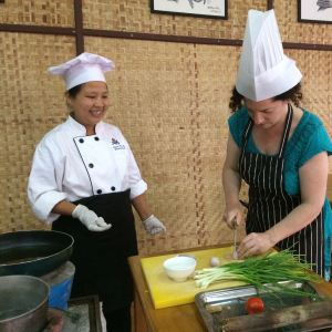 kp cutting green onions with chef