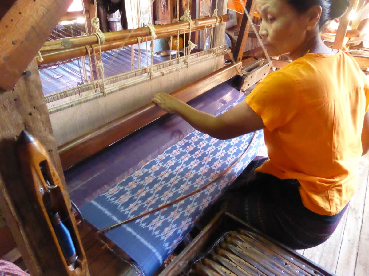 weaving lotus fibre cloth