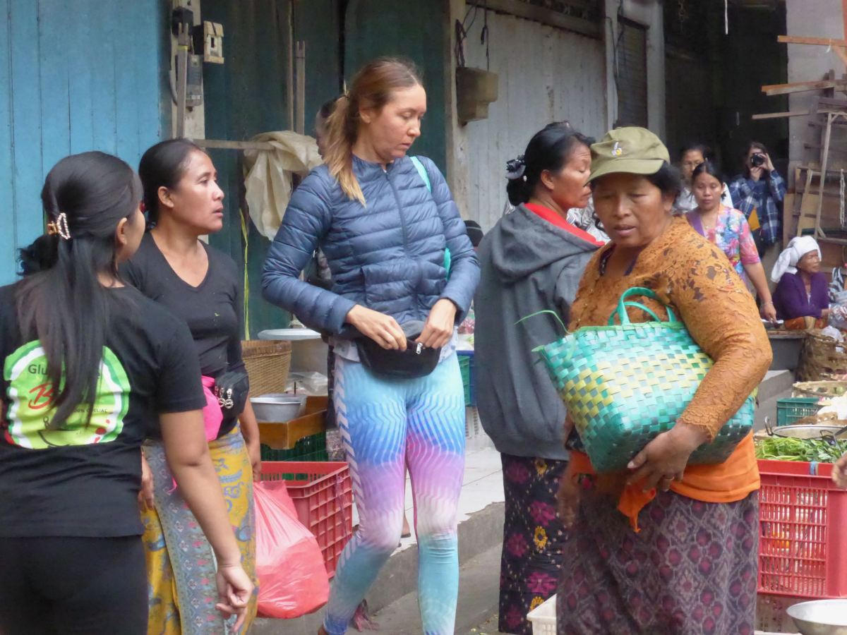 tourist in colourful leggings